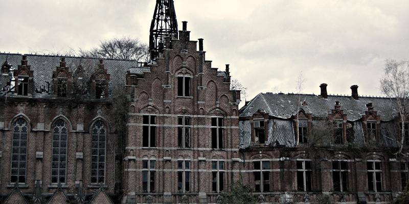 castelos-abandonados-pelo-mundo-04