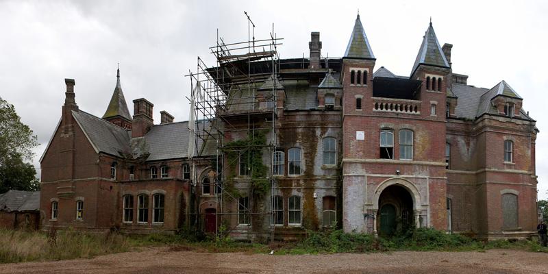 castelos-abandonados-pelo-mundo-08